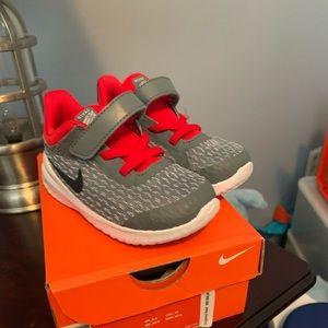 Nike Rival size 7